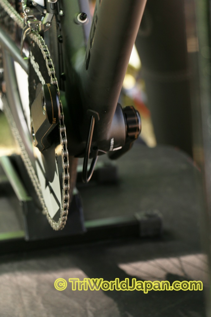 ブレーキワイヤーがボトムブラケット下までつながってるの、メンテナンスの取り回しも簡単です