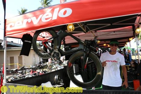 元BMXプロライダーのDavid Millerと彼のカスタムペイントCervelo P5 x Enve SES8.9ホイール